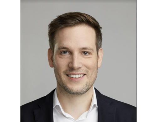 <Strong>Dr. Daniel Knapp</strong></br> Advertising and media analyst with more than 15 years of international experience